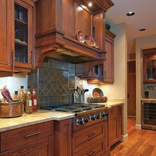 Traditional Kitchen by Miralis