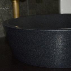 LEAF SHADOW 15'' BLACK GRANITE ROUND BATHROOM VESSEL SINK - Reference: BB516-US