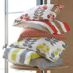 LoftHome Wildwood Sheets - Create the perfect fall bedroom with bedding in fall colors and leaf prints.