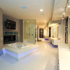 Modern Bathroom by Matteo Designs