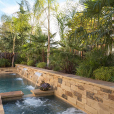 Traditional  by West Bay Landscape Co.