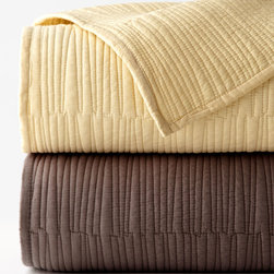"""Donna Karan Home - King Quilt 108"""" x 95"""" - GOLD (108X95) - Donna Karan HomeKing Quilt 108"""" x 95""""Designer About Donna Karan:Donna Karan's 1985 debut ready-to-wear collection Seven Easy Pieces was revolutionary in its simplicity. After spending a decade at Anne Klein Karan perfected her approach to easy chic looks for working women. She has translated her downtown vibe into everything from the initial ready-to-wear line to couture designs as well as intimate apparel fragrances home decor hosiery and more."""