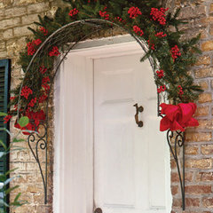 outdoor decor by https://www.charlestongardens.com