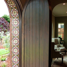 Traditional Entry by Jeffrey Court, Inc.