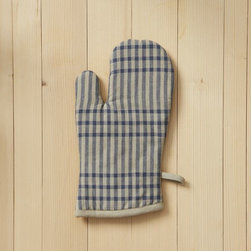 Oven Mitt, Grainery Plaid - Is plaid more at home anywhere else than it is in the kitchen? A pair of these mitts would look great on my countertop.