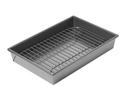 Chicago Metallic - Chicago Metallic Petite Roast Pan Set - If you have a toaster oven, you're halfway there. Small families have small eating needs and you may not want to crank up the oven for a little portion. Here's the answer. Small enough for a toaster oven, heavy-duty enough for a small roast.