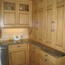 Traditional Kitchen Cabinets by Custom Kitchens by Martin