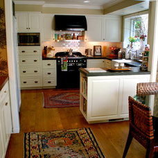 Traditional Kitchen by Lisa Borgnes Giramonti