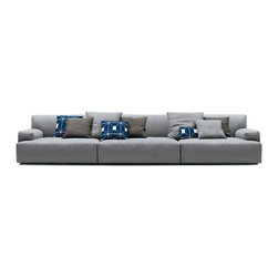 Poliform Soho sofa - Soho Sofa by Paolo Piva can be arranged in modular and extensive solutions by preferring wide proportions and an idea of comfort to be lived in total freedom.