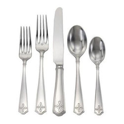 Juliska - Juliska Villandry 5-Piece Flatware Setting, Bright Satin - Juliska Villandry 5pc Setting Bright SatinBring a noble quality to the table with Villandry stainless steel flatware and elevate the everyday meal to a statement of quiet luxury. Featuring perfectly weighted handle resplendent with sophisticated medallion and the warm luster of a hand rubbed finish. Pairs beautifully with the following ceramic patterns: Country Estate, Berry & Thread, Jardins du Monde, Pewter Stoneware.
