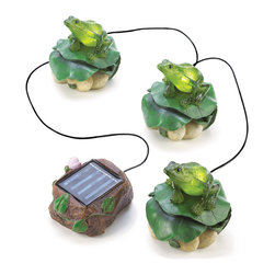 Koolekoo - Solar Frog Trio Garden Decor - A trio of froggy friends has come to pay a visit to your garden! Charming figurines bring cheerful light into the night; a cleverly hidden solar panel lets them cast a colorful glow.
