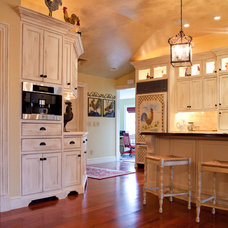 Traditional Kitchen by Taste Design Inc