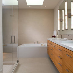 modern bathroom by Jennifer Gustafson Interior Design