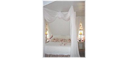 dovecote-bed-IMG_0940-square-1-150W.jpg