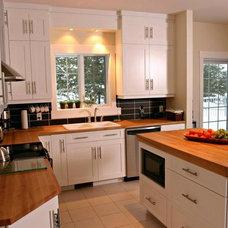 Modern Kitchen by GRANDIOR KITCHEN & BATH
