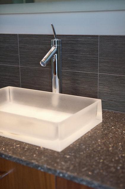 Modern Bathroom by kbcdevelopments