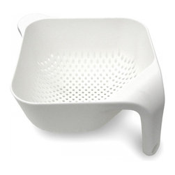 Joseph Joseph - Square Colander, White, Large - This ergonomic colander has several unique features. Firstly, the single vertical handle ensures it remains upright and stable if placed in a sink and, when held, leaves one hand free for operating the tap. Secondly, its square corners make emptying rinsed food much easier and more precise. Lastly, its vertical drainage holes allow liquids to drain away quickly and efficiently and its square shape makes for efficient storage.