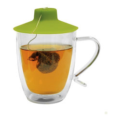EPOCA - Double Wall 16 oz Mug with Tea Bag Buddy - Primula's Double Wall Glass Mug is technology at it's greatest. This stylish mug is made of borosilicate glass. This design permits the mug to retain heat longer while preserving the freshness of its contents. This ability enables the mug to remain condensation-free. The double wall is not only cool to look at, but allows you to enjoy a rich, satisfying cup of coffee or tea while you admire its beauty.