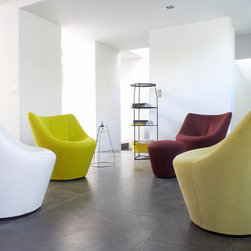 Ligne Roset Anda armchair - The elegance of Anda is apparent in its curves, which envelope and support the body beautifully. This armchair offers outstanding comfort in both the high and low back versions. It is available either fixed or swiveling. An ottoman completes the collection.