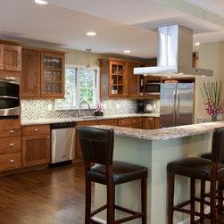 Delicatus Granite Kitchen - Delicatus Granite Kitchen by Atlanta Kitchen, Kitchen Design by Instinctive Design.