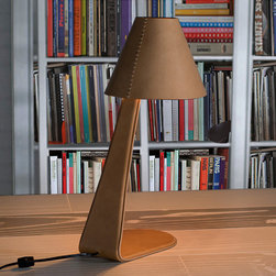 STUDIUM - The design of this table lamp with direct light is contemporary and very elegant. Steel structure entirely upholstered in high quality leather and with lampshade hand-sewn in leather too. Leather is available in multiple colors.
