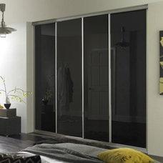 Contemporary Closet Organizers by Wardrobe Design Online Ltd