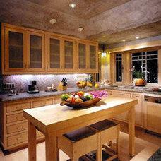 Traditional Kitchen by Shigetomi Pratt Architects, Inc.