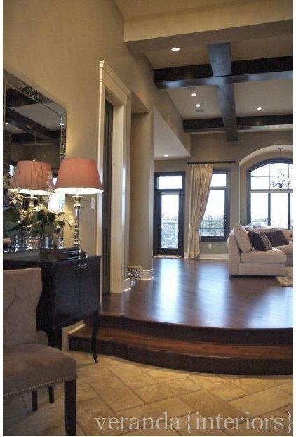 Traditional Living Room by Veranda Estate Homes & Interiors