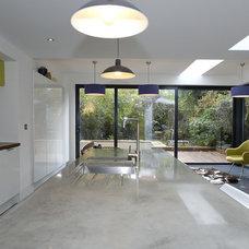 Modern Kitchen by Fluid Stone Studio