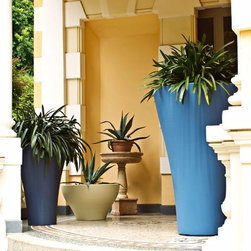 Serralunga - Ming Etto, Small Planters by Serralunga - Ming Etto, Small Planters by Serralunga. Rodolfo Dordoni's Ming pots are valued for their large dimensions, enhanced by a large upper edge and a shape that is both traditional and modern at the same time, adapting to various uses in both public and private spaces. The designer has designed these pots especially for rich and prickly cactaceous plants such as, agave and cactus to contrast with the soft and curvy shape of the pot. In the following versions: small, large, extra-large, high and extra-high. Ming Etto, Small Planters by Serralunga are designed by Rodolfo Dordoni.