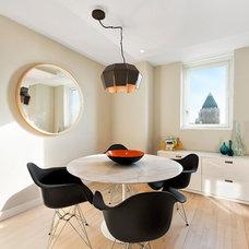 Modern Kitchen by AQ Interior Design