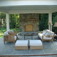 Traditional Patio by Botanical Decorators