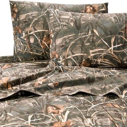 Realtree - Realtree Max 4 Sheet Set - The handsome Realtree Max 4 wetlands camo is one of the most successful duck hunting patterns ever designed, featuring cattails, crops, tree limbs and leaves with a combination of distinctive natural colors and large scale, realistic artwork.