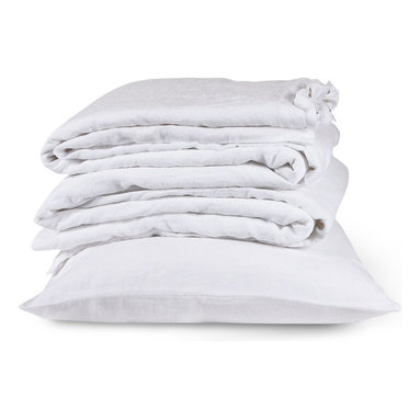 The Linen Works - Classic White Bed Linen Collection - Oxford Pillow Case, King - Our Classic White bed linen is exactly that, a classic.  Pre-washed for maximum comfort, these breathable fibers have a heat-regulating quality which encourages good sleep, making this duvet cool in summer and warm in winter.