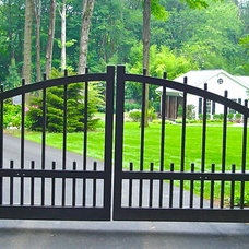 Traditional Home Fencing And Gates by Liquidscapes