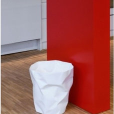 Contemporary Wastebaskets by Emmo Home