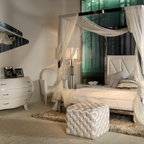 Club collection. Bedroom. - Queen upholstered bed. White. Bed structure made in stainless steel.