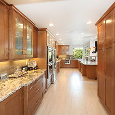 Contemporary Kitchen Cabinets by THE KITCHEN LADY, Enriching Homes With Style