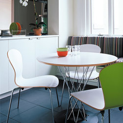 Sprite Chair - Ross Lovegrove, an industrial designer recognized for forward-thinking, organically-inspired products, brought his distinctive aesthetic to Knoll with the Sprite™ Stacking Chair - his take on the quintessential molded plywood side chair.