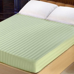 Lasin Bedding 300TC 100% Cotton Fitted Sheet, King, Green - Made of 100% high quality cotton, our 300 thread count fitted sheets are soft and comfortable, just the way you need for a good night sleep.
