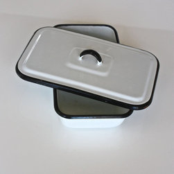 Vintage Enamelware Box with Lid by Uptown Found - This cute little container would be perfect for storing some bread on the counter.