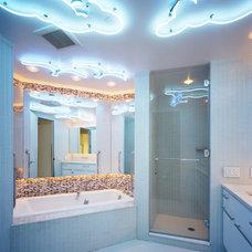 Modern Bathroom by Jonathan Cutler, AIA