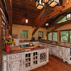 Traditional  by Davida's Kitchen & Tiles