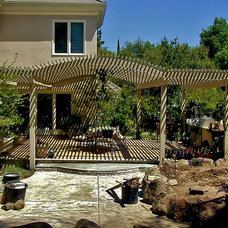 Traditional  by Earthline Design Landscape Architecture