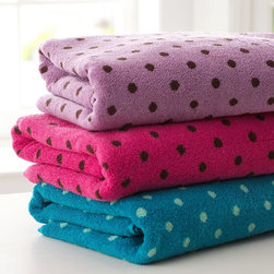 Tonal Dottie Bath Towels - These towels are great way to tie in a tween girl's bedroom with her bathroom.