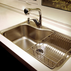 Kansas City Kitchen cabinet customer - Undermount super single bowl with chrome finish, pull down faucet. White quartz counter top.
