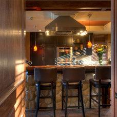 Traditional Kitchen by Black Tusk Development Group Ltd.