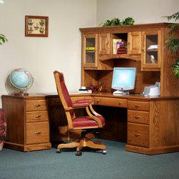 Highland L-Desk with 823 Hutch -