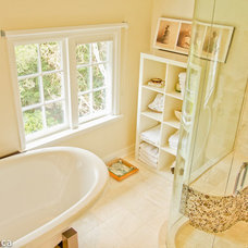 Bathroom by ARYZE Development and Construction, Victoria BC