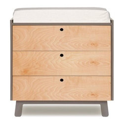 Oeuf Sparrow Three Drawer Dresser - The Oeuf Sparrow 3 Drawer Dresser was created for parents who appreciate modern design. Walnut or Birch drawer faces and leg detailing that matches the Sparrow crib give this dresser a fun, modern look.